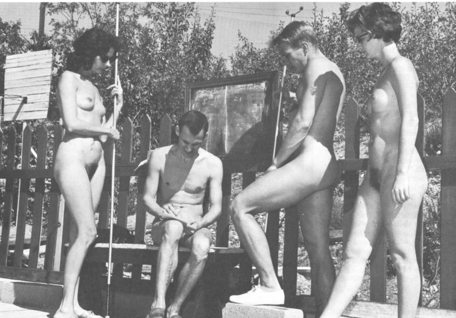Ретро фото нудистов подростков 9 фотография