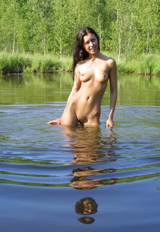 golie-lesbiyanki-v-dzhinsah